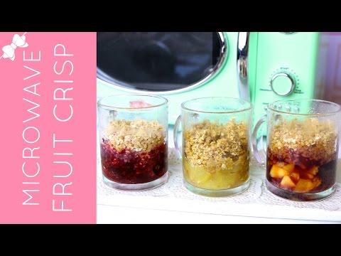 5-Minute Microwave Fruit Crisp in a Mug (apple, berry & cherry peach) // Lindsay Ann Bakes