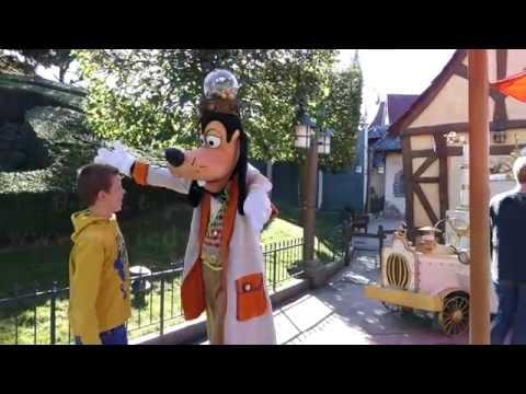 Halloween meet & greet with Goofy at Disneyland Paris HD