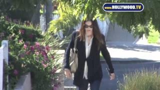Download Jennifer Gardner Looks Great Walking in Venice Beach Video