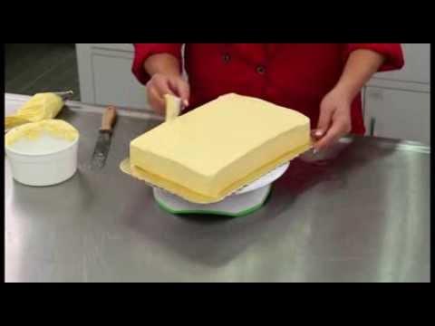 Base-Icing a Cake