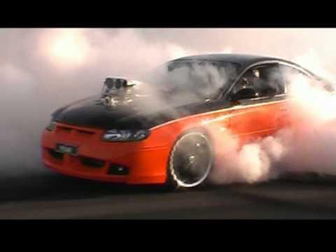 Blown CV8 Monaro Burnout - crazy whips