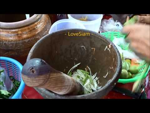 Thai Green Papaya Salad - Som Tam - Thai street food