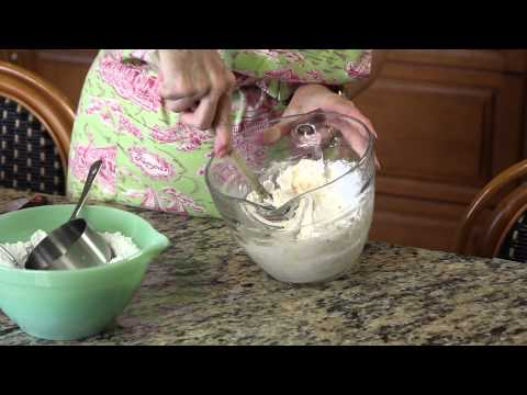 How to Make Homemade Buttercream Icing Without a Mixer : Frosting & Other Sweet Treats