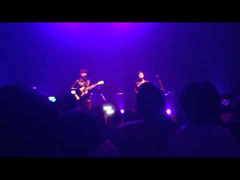 Tegan and Sara - Audience sings Call It Off (Live Singapore)