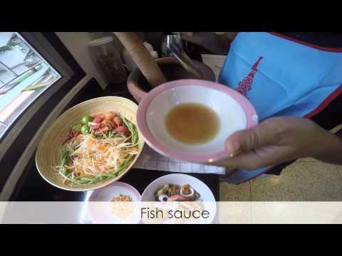 Making Somtam Thai (ส้มตำไทย) | Expique Bangkok