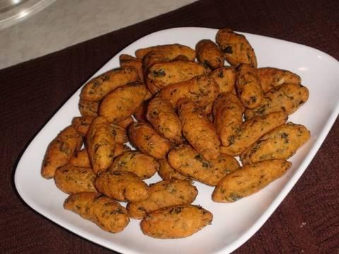 Methi Muthiya For Undhiyu - Fenugreek Leaves Dumplings