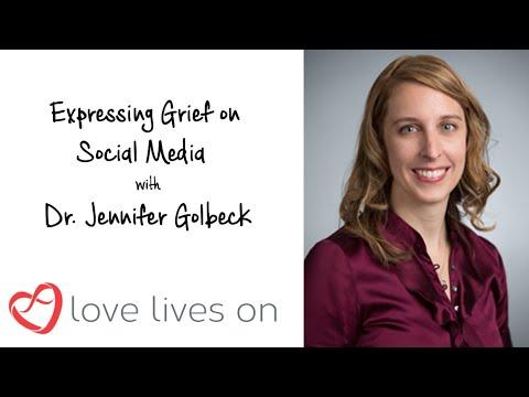 Expressing Grief on Social Media