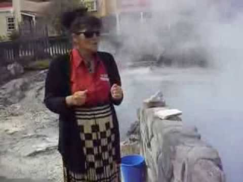Cooking corn in a thermal pool at Tewhakarewarewatangaoteopetauaawahiao