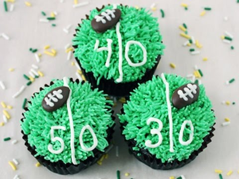 How to Decorate Game Day Football Cupcakes