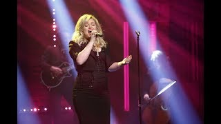 Kelly Clarkson - I Don't Think About You (At Late Night with Seth Meyers)