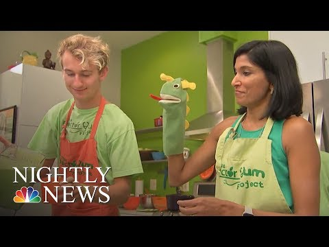 Doctor Swaps White Coat For Apron To Teach Patients Healthy Eating   NBC Nightly News