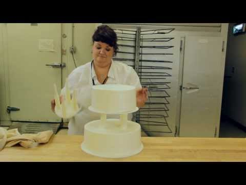 How to Assemble a Tiered Wedding Cake using Cake Support Solutions