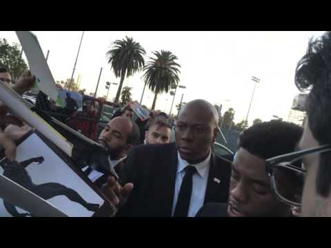 Chadwick Boseman (Black Panther) Gets Swarmed By Fans in Los Angeles
