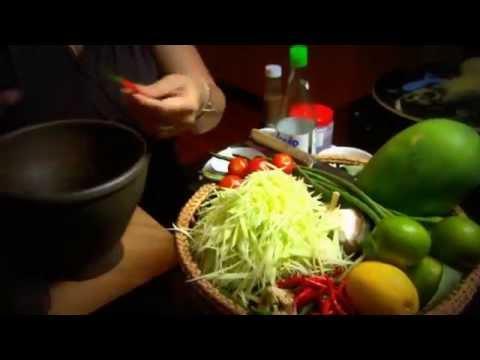 Tham Mak Hoong (Green Papaya Salad) (Lao)
