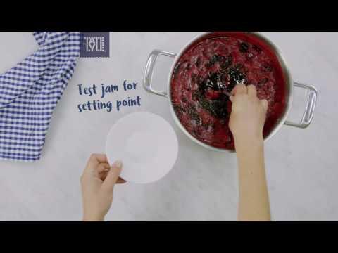 Blackberry jam recipe by Tate & Lyle®