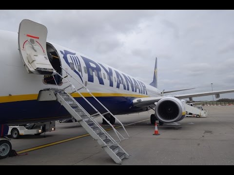 Ryanair Flight FR 972 London Stansted to Genoa Italy Passengers Clap Boeing 737-800