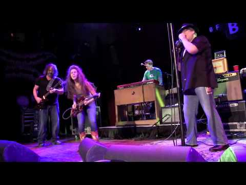 Sadie Johnson sitting in with Blues Traveler - Mullin It Over