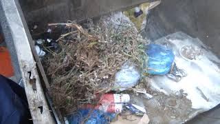 Работа уплотнительной камеры мусоровоза МКМ 44108 камаз. Russian Garbage truck