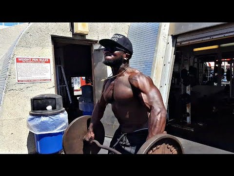 SAVAGE WORKOUT AT MUSCLE BEACH