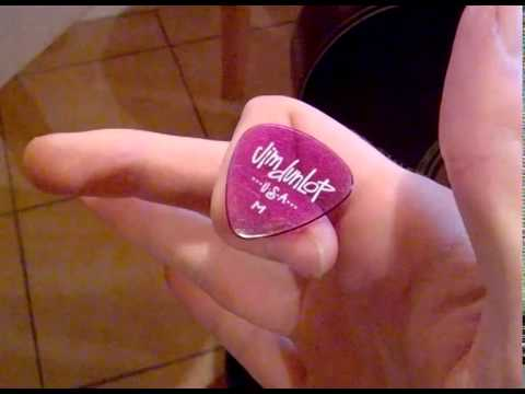 How to hold a pick