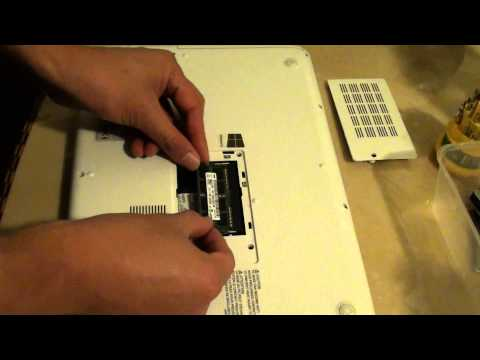 Toshiba Satellite L40-A: How to Insert / Remove Memory Card