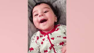 Lustiges und süßes Baby machen Ihren Tag heller