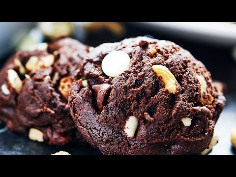 Double Chocolate Chip Cookies Recipe - Show Me the Yummy - Episode 47
