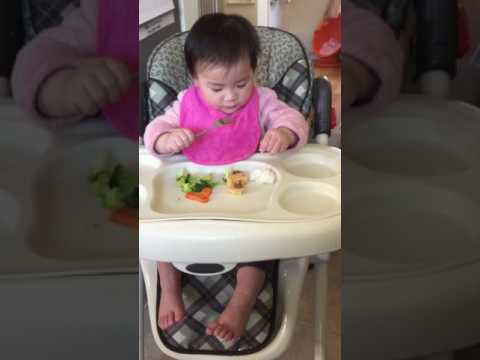 1Y2M baby eat finger food first time