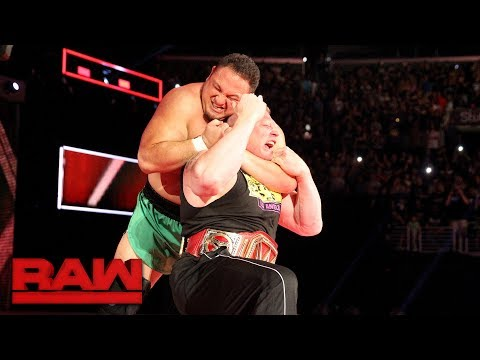 watch Samoa Joe traps Brock Lesnar in the Coquina Clutch: Raw, June 26, 2017
