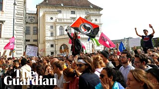 Protests in Vienna over secret footage of vice-chancellor