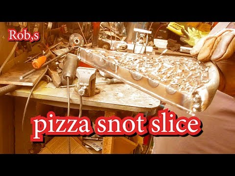 a third hand pizza snot slice ????