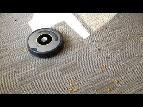 Roomba 620 vacuum robot in action - Geek.com