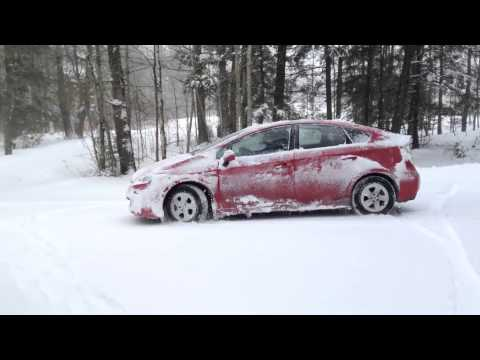 How does Toyota Prius perform in the snow?