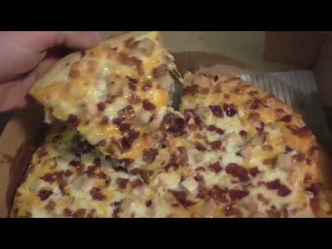 Komo's Pizza!! The Chicken Bacon Ranch Pizza!! Alpena Michigan 2017