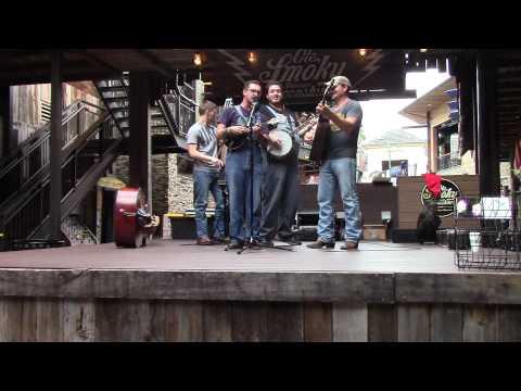 Live Banjo Bluegrass Music from Gatlinburg, TN Ole Smoky Moonshine