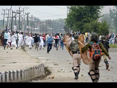 J&K: ईद पर भी बाज नहीं आए पत्थरबाज, सुरक्षाबलों पर किया पथराव