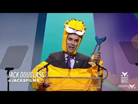 Jacksfilms accepts his award for Youtuber of the Year 2018 (in his fursuit)