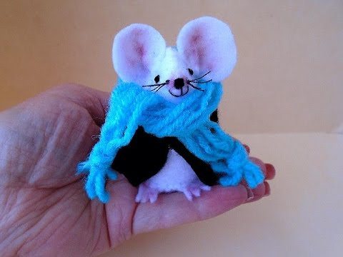 DIY little felt mouse, sewing pattern and how to, sewing for beginners
