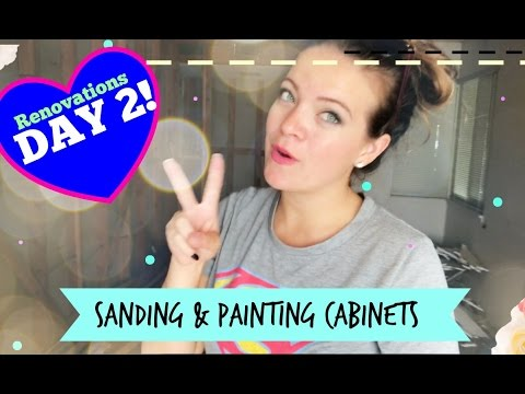 Sanding & Painting the Kitchen Cabinets