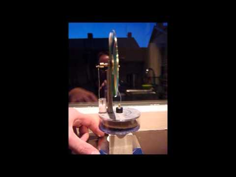 Simple hot air Stirling engine
