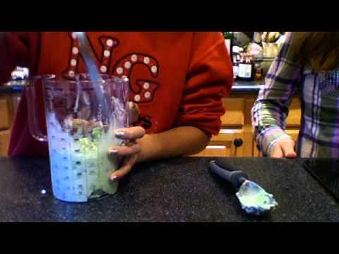 Cooking Cutiez: Mint Chocolate Chip Milkshakes