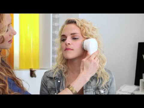 Facial Brush Cleaning Systems to Remove Blackheads : Beauty Tips & Tricks