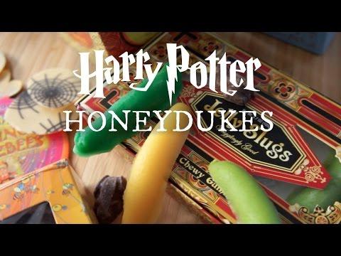 Emmy Eats Honeydukes - The Wizarding World of Harry Potter