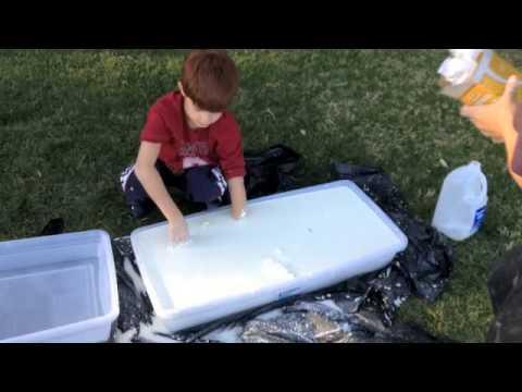 Cornstarch quicksand!! (Kids First Grade Science Experiment)