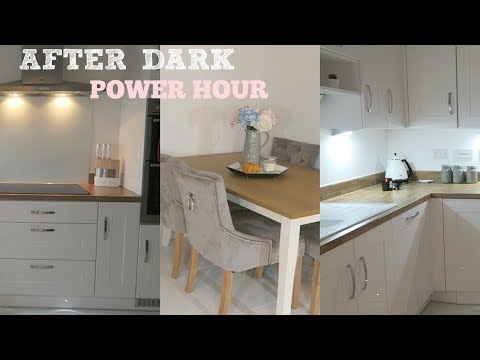 AFTER DARK POWER HOUR MUM / MOM SPEED CLEAN KITCHEN ROUTINE | MRS SMITH & CO.