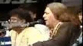 Paisa Bolta Hai - Complete Qawali (Live) - Sabri Brothers