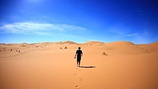 كيف تتصرف لتنجو في الصحراء بدون طعام أو ماء؟