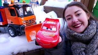 Download Машинки и Маквин расчищают снег! Детское видео про игрушки Video
