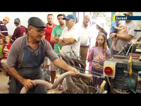 Ron Jacobsohn Visits a Shofar Factory