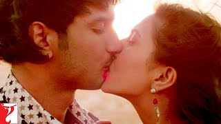Scene: Shuddh Desi Romance | It is wrong to kiss on the 1st date? | Sushant Singh Rajput | Parineeti